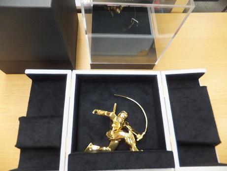 純金ガンダム(ビームサーベルVer)箱を開封